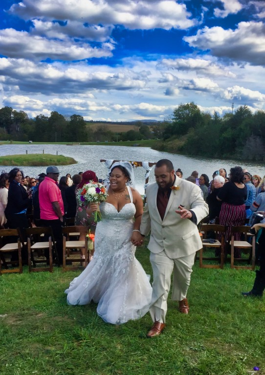 couple just married at Lake at Cedar Hill